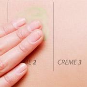 Eincremen der Haut mit der ilon Protect-Salbe